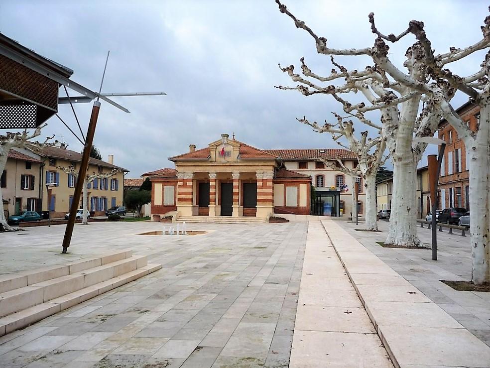 Escatalens place de la Mairie